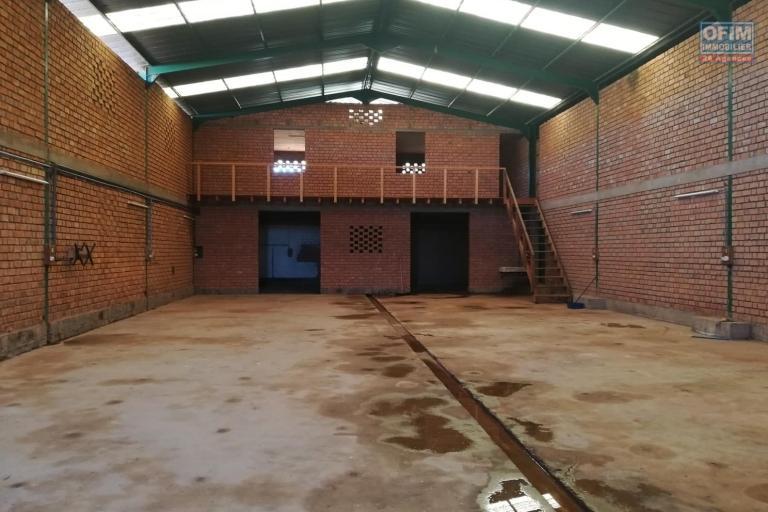 OFIM met en location 6 hangars de 350m2 et 450m2 à usage de  stockage ou industriel à Antanandrano - hangar non aménagé