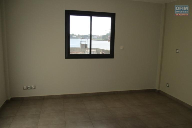 Appartement T3 dans une résidence neuve de standing avec piscine à Analamahitsy