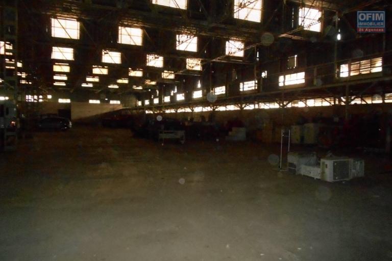 Un entrepôt ou usine de 3 600m2 à Ankorondrano