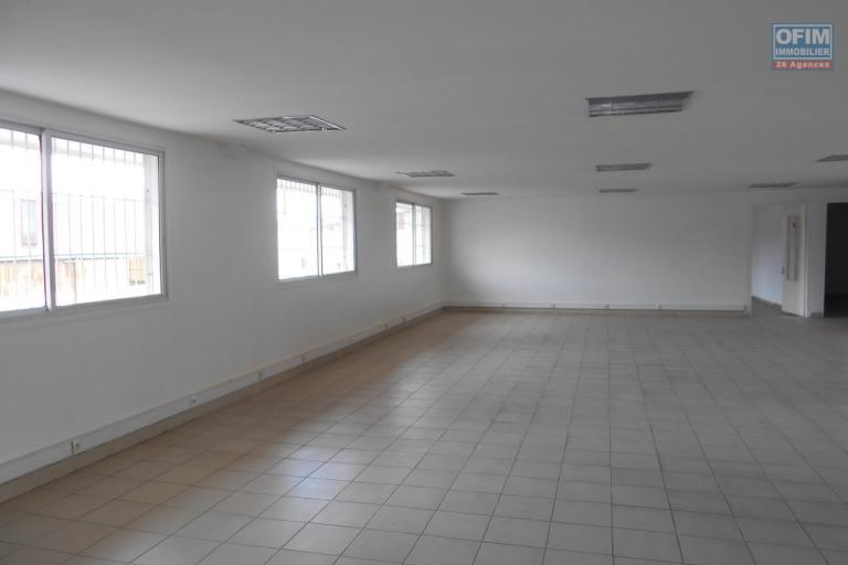 Un batiment à étage à usage bureau de 556m2 à Ankorondrano