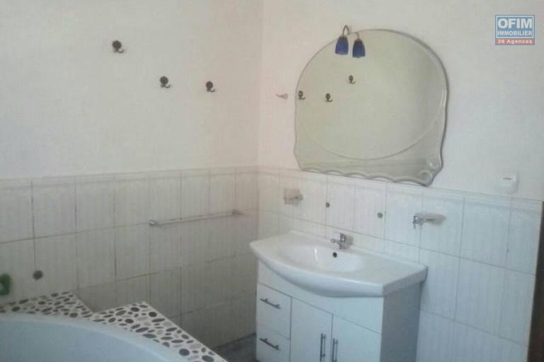 A louer une coquette villa F4 dans un endroit calme et sécurisé à Ivato