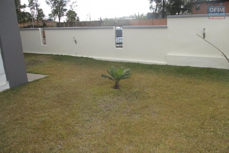 Villa moderne F4 neuve dans un lotissement à Ilafy