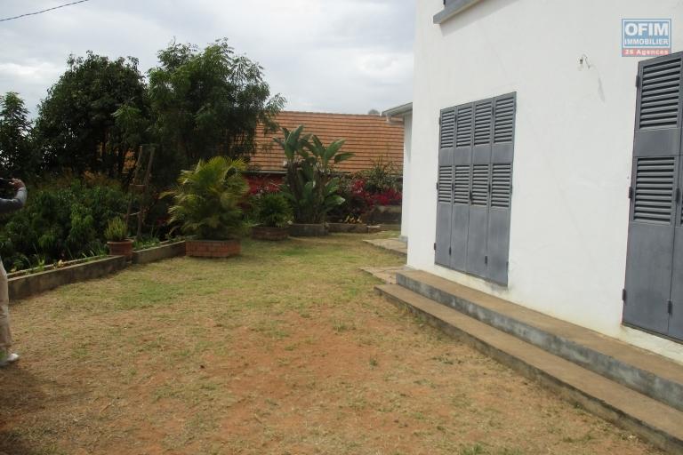 Maison neuve F6 avec jardin à AMBOLOKANDRINA