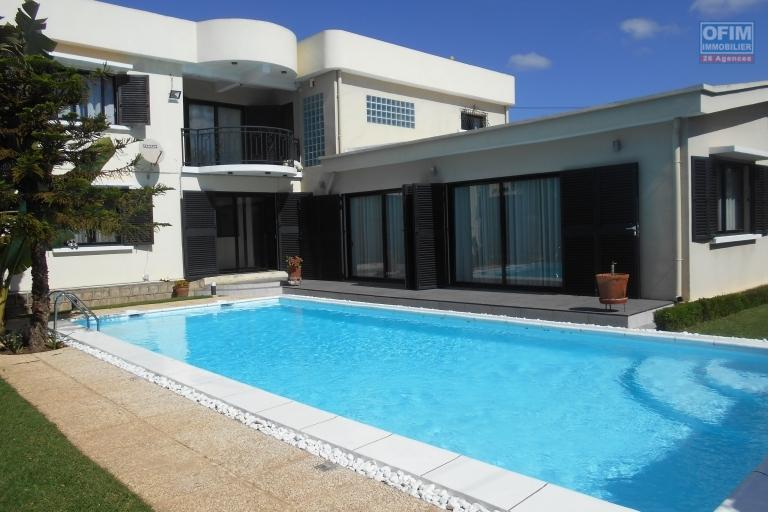 Une Villa F6 avec piscine à Tabjombato