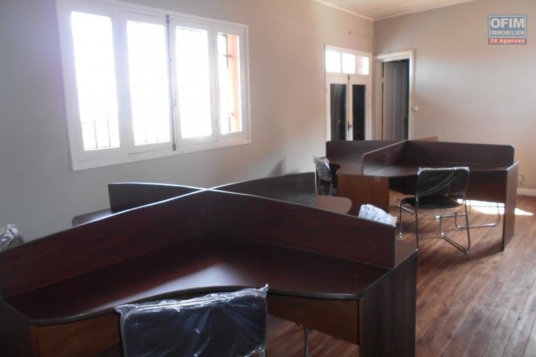 Un local professionnel de 52m2 meublé à Amboditsiry