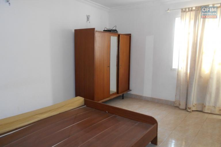 Un appartement T4 au RDC à Ampahibe