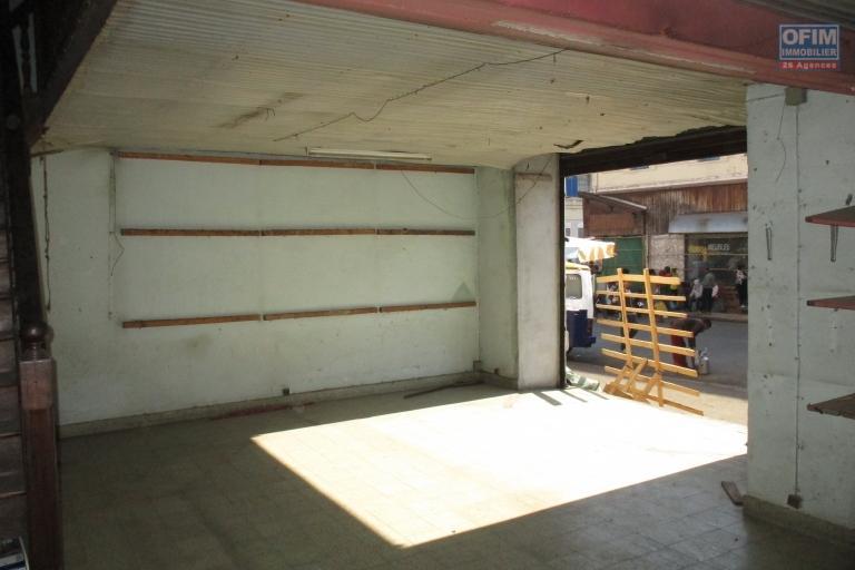 Un local commercial de 140m2 en brd de route passante   à Analakely