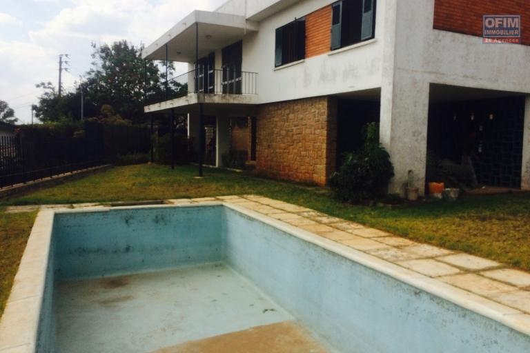 Une villa F4 avec piscine à Betongolo