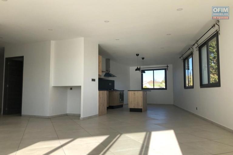 Grand appartement T4 neuf dans une résidence sécurisée à  2mn de l'école Fraçaise  à IVandry