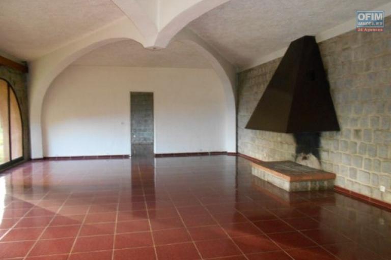 Une villa F5 avec piscine à Ilafy
