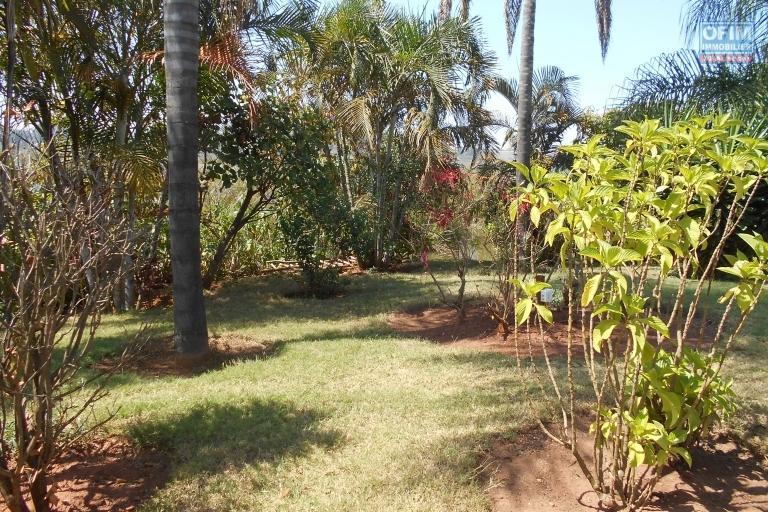 Des appartements T3 meublés et équipés de 115 m2 avec piscine à Mandriambero Ambohitratrimo