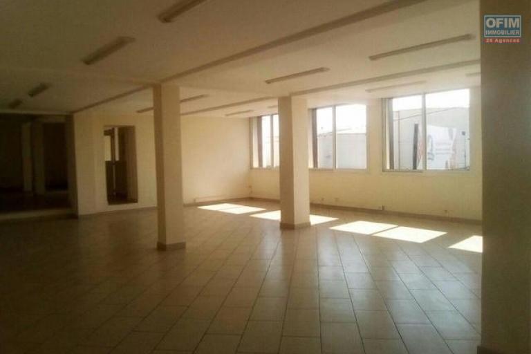 A louer un local professionnel de 400m2 au 1 er étage d'un immeuble à Ankorondrano
