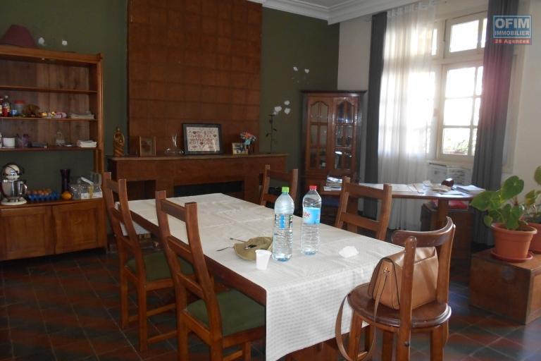 Un appartement en triplex d'environ 250m2 à Antsahavola