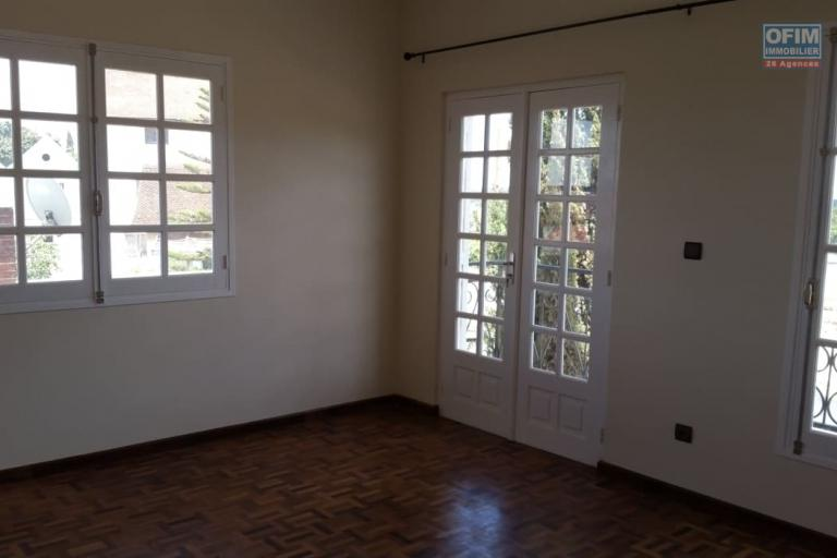 A louer un appartement fraîchement construit de type F3 dans un quartier calme et facile d'accès à 10 minutes de l'aéroport Ivato sis à Amboropotsy Talatamaty