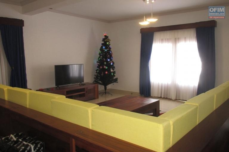 02 Villa F6 neuves   entièrement meublées et équipées à Iavoloha