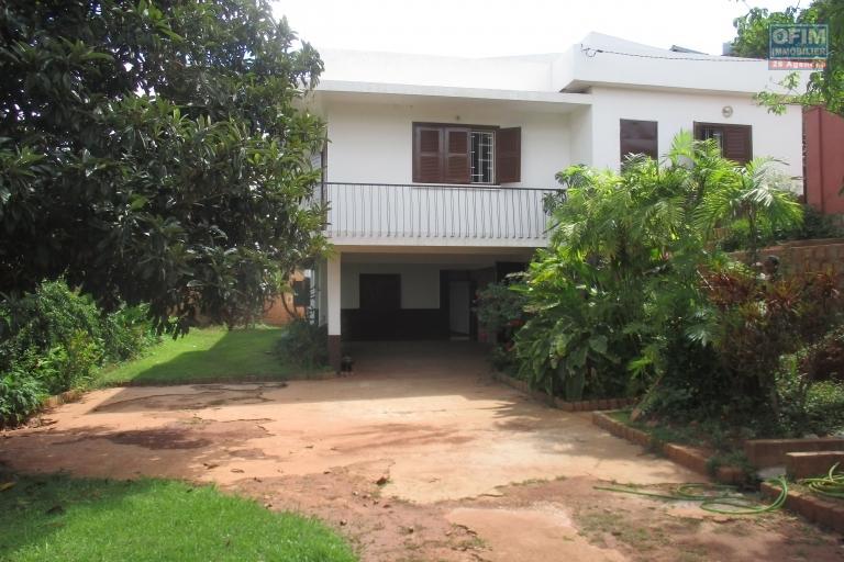 Maison F6 en duplex à Ambohipo