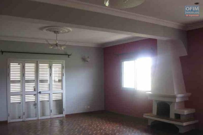 A louer une villa à étage F4 dans un endroit calme à Talatamaty