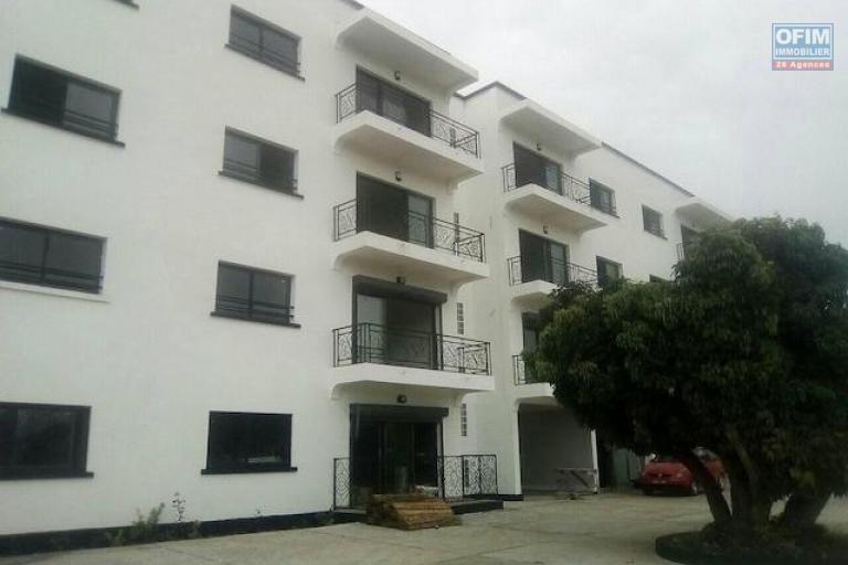 A louer des appartement neufs de standing T4 avec piscine dans un quartier résidentiel à 5 minutes de l'aéroport Ivato