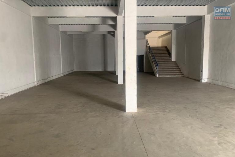 Entrepôt 611m2 dans une zone industrielle sécurisée 24H/24 à Tanjombato