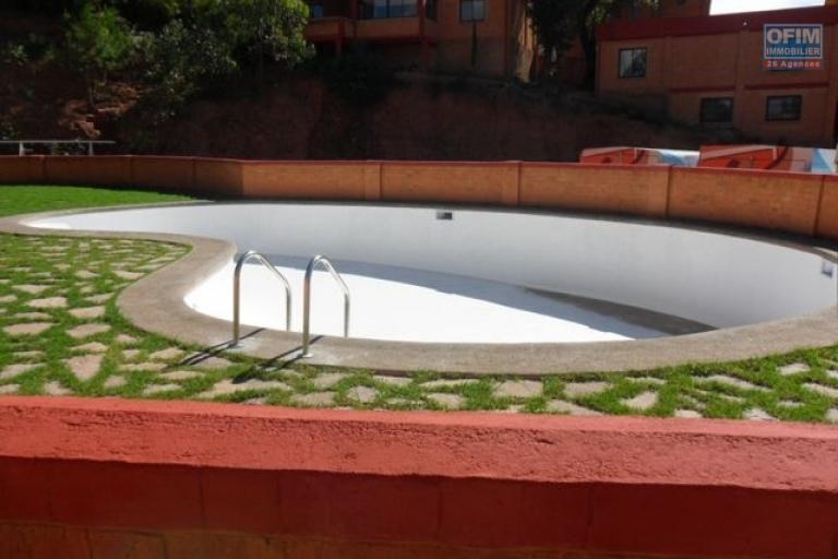 A louer petit F3 avec petit jardin dans une résidence sécurisée à Ankatso Antananarivo