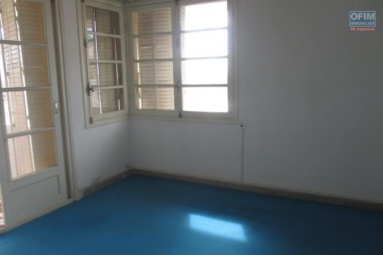 Location d'une maison F6 dans un beau quartier  d'Andohalo à quelques minutes de l'ambassade de France