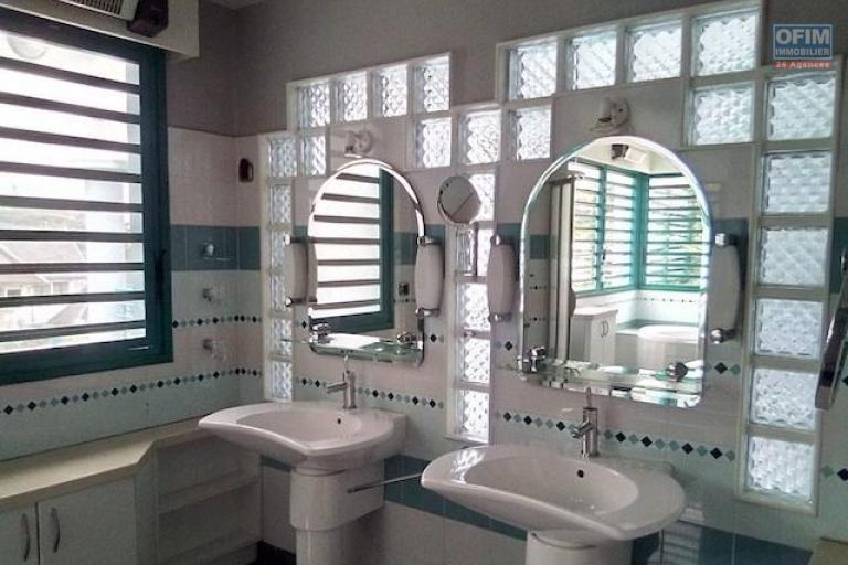 A louer une splendide villa F6 avec piscine dans le lotissement bonnet à Ivandry