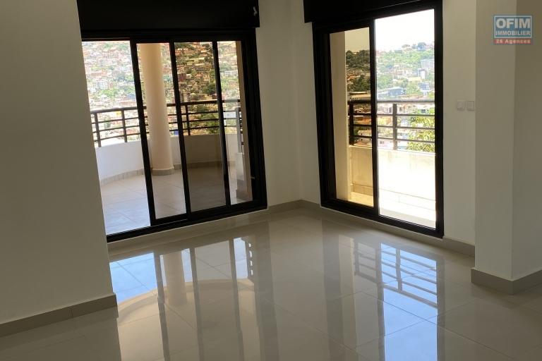 Spacieux appartement T4 de 136 m2, dans une nouvelle résidence à  Ampasanimalo-Antananarivo