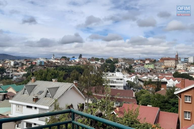 Coquette maison F4 à étage dans une résidence sécurisé à Tsimbazaza- Antananarivo