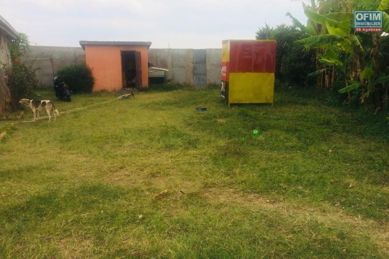 A vendre une villa sur un terrain de 2700 m2 à Ankorondrano