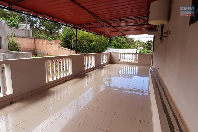 Propriété de 1862 m2 avec 2 villas et un studio sise à Iavoloha- Antananarivo