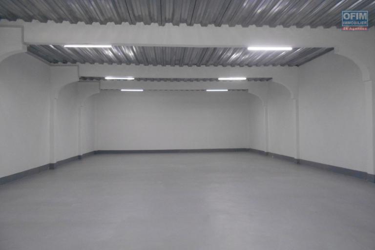 Un entrepôt de 600m2 à Anosizato
