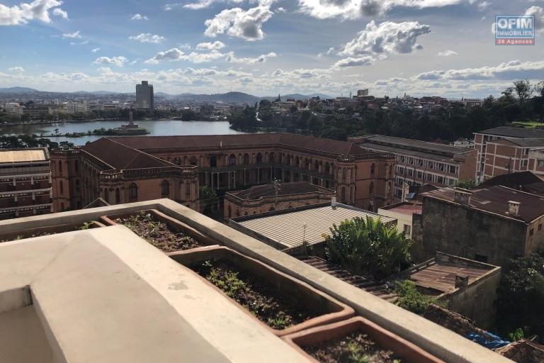 A vendre magnifique appartement T4  plein centre à Amparibe avec une magnifique vue imprenable