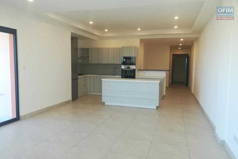 Deux appartements T3 sur la haute ville de Tanà est à louer chez OFIM. Il est à 5min du