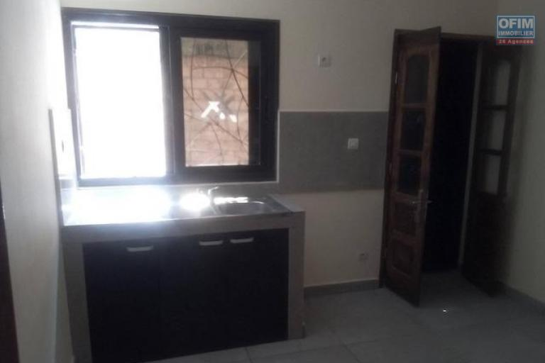 A louer un appartement neuf T4 dans un endroit facile d'accès à Mandrosoa Ivato