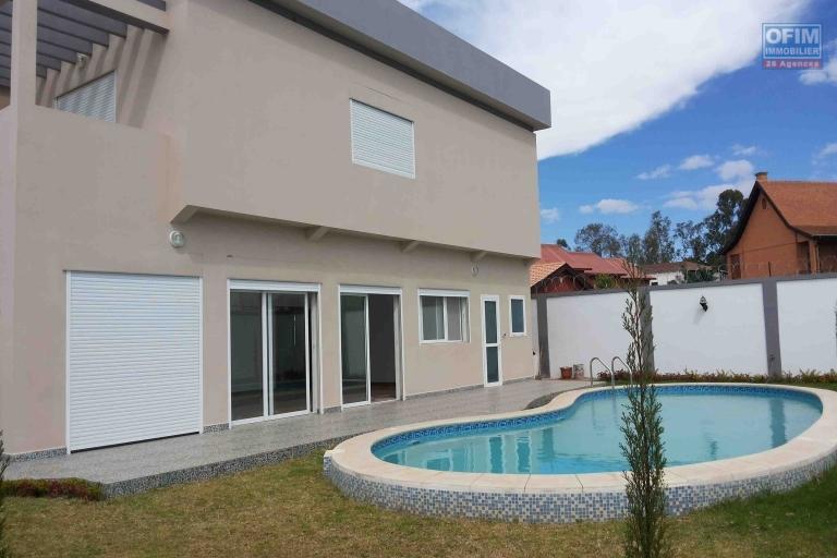 Une villa F6 avec piscine dans une résidence à Ivandry