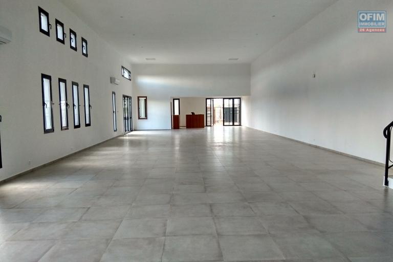 Location local neu  de 289 m2 pour bureau à Andohatapenaka /route digue