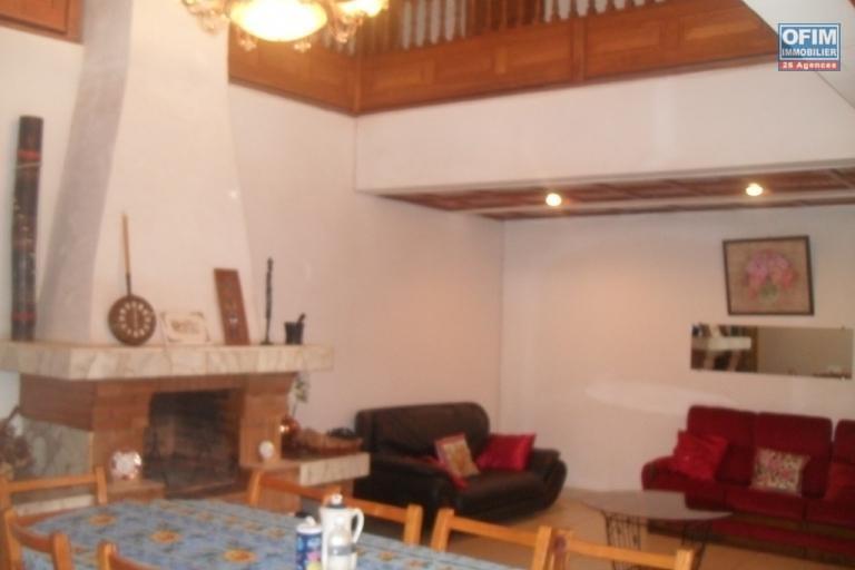 A louer villa F8 idéale pour chambre d'hôte ou à usage mixte sise à Antanetibe Ivato à 5 minutes de l'aèroport