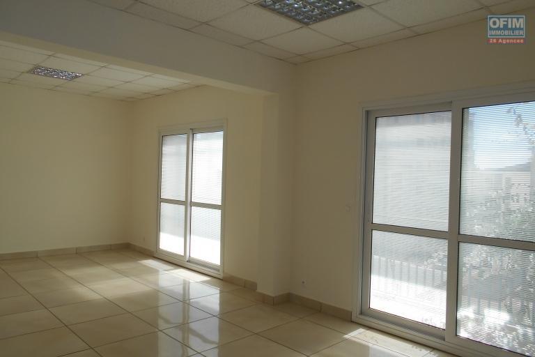 Un bureau de 600m2 sur 3 niveaux à Antsahavola