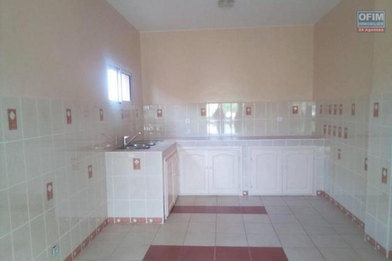 A louer un spacieux appartement T4 dans un endroit  calme et facile d'accès à Antanetibe Ivato