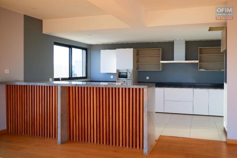 Un grand appartement T3 d'environ 350m2 à Ivandry