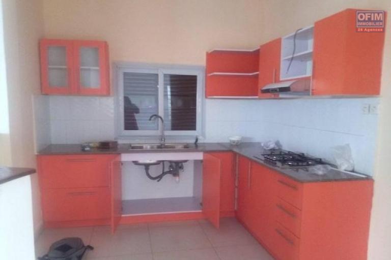 A louer une villa à étage neuve F5 dans un endroit calme à Ambatolampy Tsimahafotsy