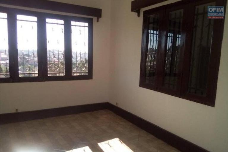 A louer une villa F3 rénovée idéale pour usage professionnel ou habitation dans un endroit calme à Ambohibao