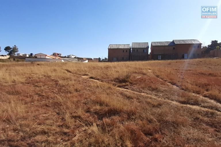 Terrain de 5052 m2, prêt à bâtir, électricité sur place sise à Ambohijanaka- Antananarivo