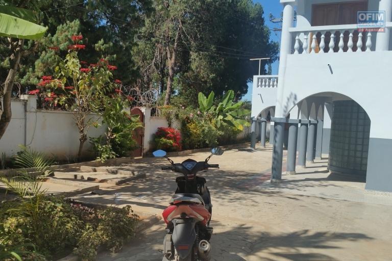 A louer une immense villa de deux étages type F13 à 5 minutes de l'aéroport international sis à Mandrosoa Ivato
