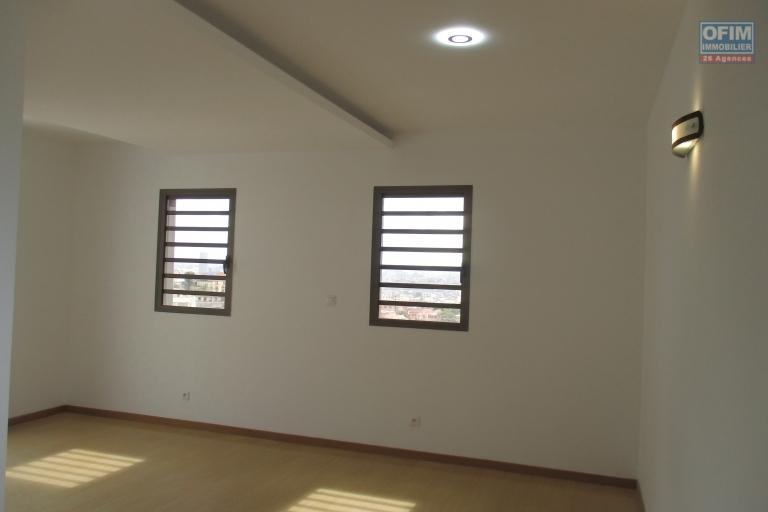 Appartement neuf Type T4, 140m2 de superficie dans un immeuble neuf à Ankadivato