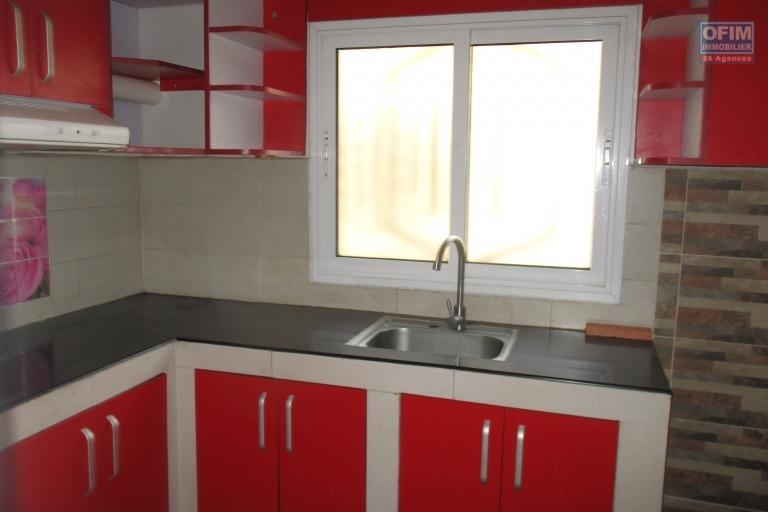 Une maison F7  à 150 m de la route principale à Ankadikely Ilafy