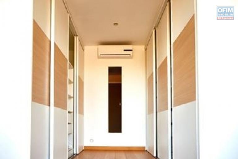 OFIM met en location un appartement de type T3 unique à Ivandry car il une surface habitable au totale de 260m2 avec une vue panoramique et terrasse de 160m2.
