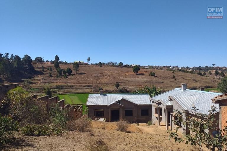 3 villas basses inachevée à faravohitra avaratra