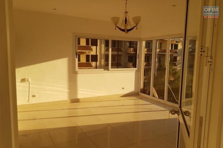 Un grand appartement T4 en duplex à Analamahitsy