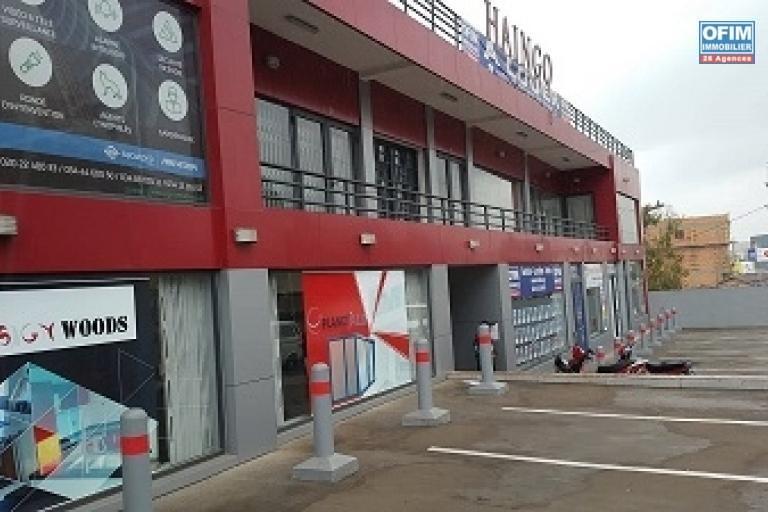 Un local commercial ou professionnel de 83 m2 à Ambohibao